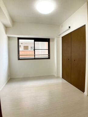 「洋室約5帖」各洋室にエアコン配管施工済みです。