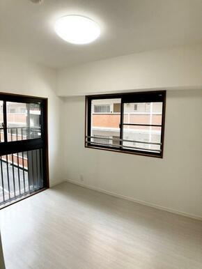 「洋室約5帖」各居室ごとに収納スペース完備しています。