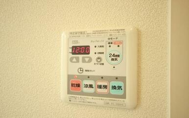 ※退室前、もしくはリフォーム中の為、同物件同タイプ(反転)の他のお部屋の写真を掲載いたします。リフォ