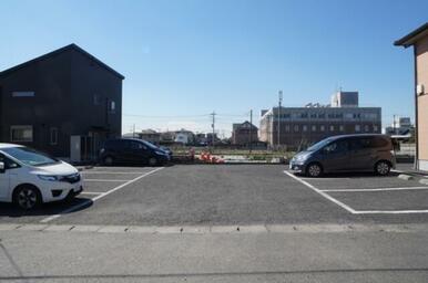 敷地内駐車場、全11台※空き状況はお問い合わせ下さい