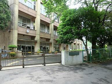 南志津小学校 (徒歩7分)