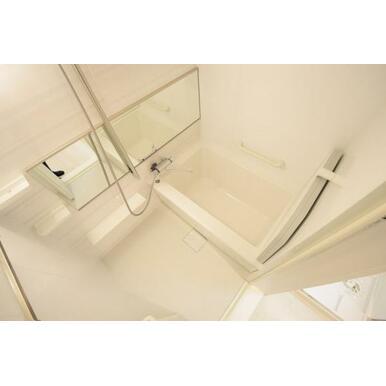 広すぎないので、浴室全体がすぐ温まります。