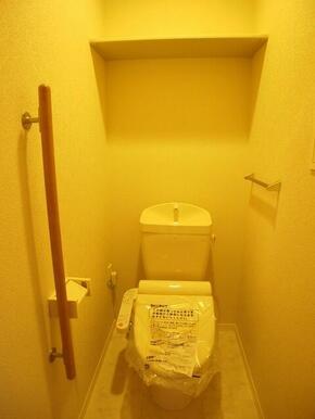 温水洗浄便座付トイレと収納棚・手すり付♪♪