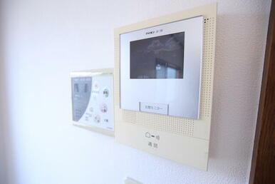 来客対応に安心のTVモニター付きインターホン
