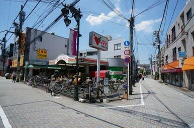 「浜田山」駅北口にはスーパーマーケット「コモディイイダ」があります♪