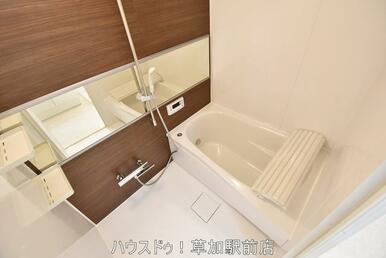 ブラウンの落ち着いた雰囲気の浴室です!浴室換気乾燥機付きなので、雨の日のお洗濯にも大活躍です♪