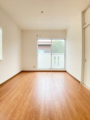 「2階南東側洋室」明るさ良好