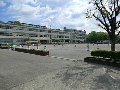 鶴川第三小学校