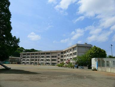 【鷹取小学校】徒歩約8分!豊かな自然の中にあり、ふれあい活動も盛んに行われてます!