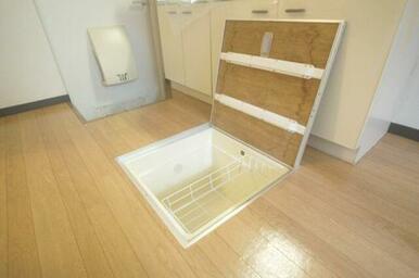 キッチンには床下収納もあります