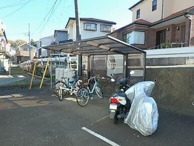 屋根付駐輪場(2ヶ所に有)
