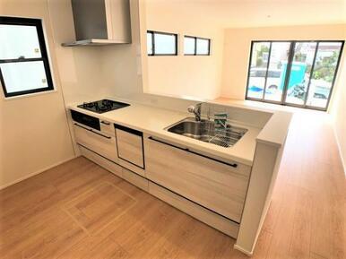 【2号棟キッチン】 ご家族の様子を見ながらお料理出来るオープンキッチン!