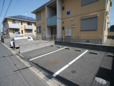 ☆敷地内に駐車場あります◎