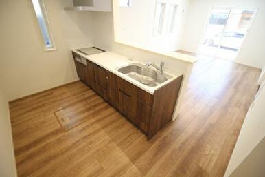 解放感溢れる対面式キッチン