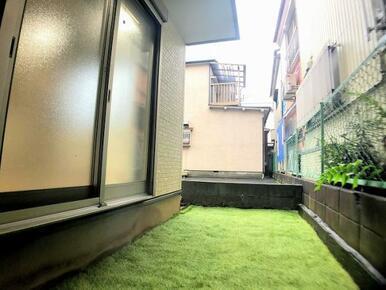 庭「お子様も安心できる芝生で毎日ピクニック気分」