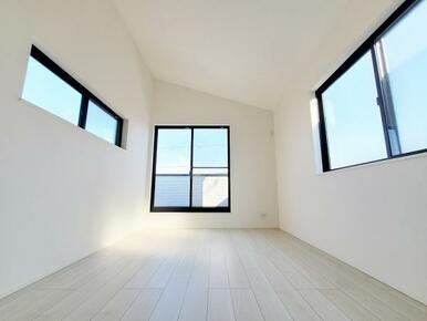 6号棟:洋室 断熱効果の高い複層ガラス採用。内側のガラス面を冷えにくくするので結露にも有効。