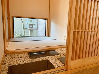 和室入口。こだわりの造りの和室になっています。
