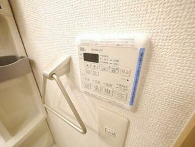 乾燥だけでなく、暖房・涼風機能まであり年中活躍します☆