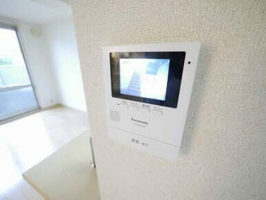 誰が来たか一目で分かるモニタ付ドアホン録画機能が付いているので、留守中の訪問者も分かります!