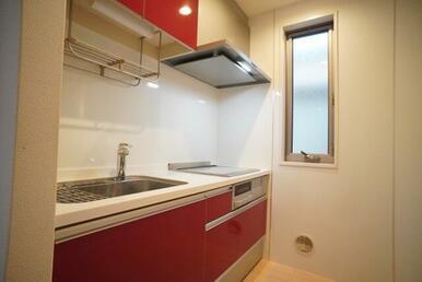 【キッチン】グリル付3口IHクッキングヒーターです☆ 火も使わず安心♪ お掃除も簡単です♪