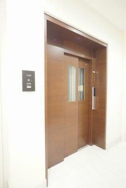 館内共用部にはエレベーターがあり、荷物をお持ちの際等重宝致します♪