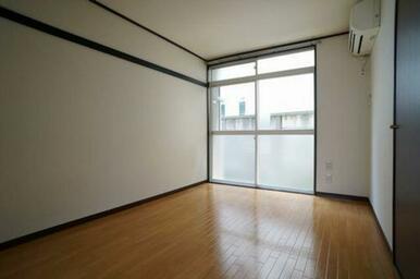 エアコン付き洋室です♪南向きのお部屋です☆