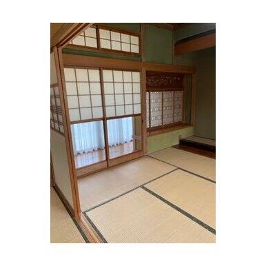 書院や床の間などがあり趣のある和室です