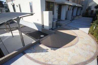 足元を美しく彩る「スタンプクリート」。来客にも自慢出来る仕上げです!