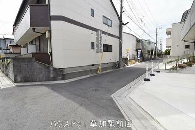 土地面積:82.74㎡。前面道路は北側4m幅です。すぐにご案内可能ですので、お気軽にお問い合わせく…