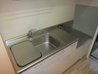 洗い物を一時保管できる水切り板もあります。毎日スッキリ片付けができます