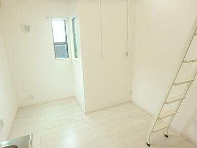 白を貴重とした明るい室内です