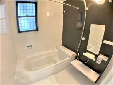 【浴室】ゆったりくつろげる1.0坪のユニットバス!浴室乾燥機付きで快適です♪