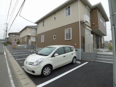 駐車場は1台付きです。2台目駐車場もございます☆1台3,300円/月(税込)★