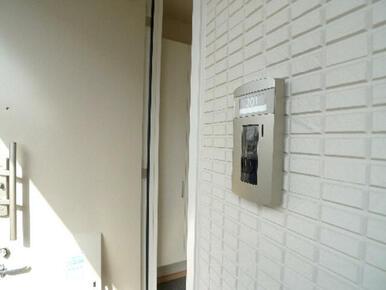 お部屋から来訪者を確認できる【TVモニターホン】です♪画面で来訪者の顔を確認してから応対が出来ます♪