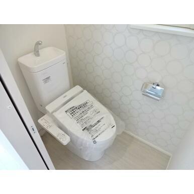 【トイレ同仕様写真】 家計にも環境にも優しい節水型ウォシュレット付トイレ!