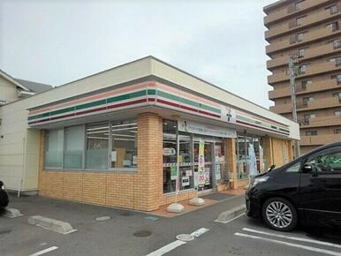 セブンイレブン宇多津町平山店