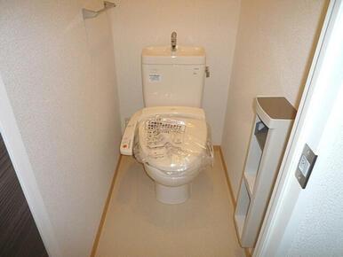 洗浄機能付き暖房便座です。