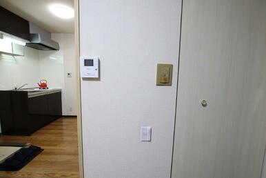 来訪者対応に安心のTVモニター付きインターホン