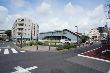 「芦花公園」駅周辺にはスーパーマーケット、コンビニエンスストアがございます♪