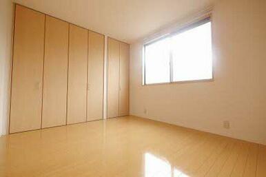 ベッドルームや子供部屋など入居者様の状況に合わせて使い勝手の良い洋室です!