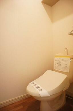 お手洗いには洗浄付暖房便座を設置!(2021年9月)