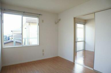 南側に洋室2間が並ぶお部屋で、日当たりも良好です♪