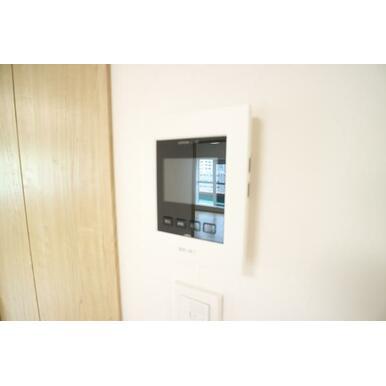防犯面で安心のTVモニター付きインターホン