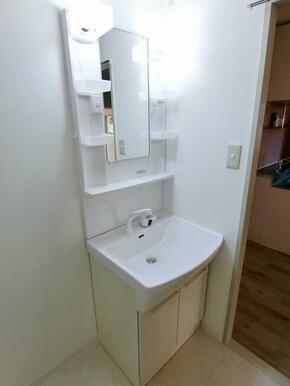 ★シャワー付き洗面台です★