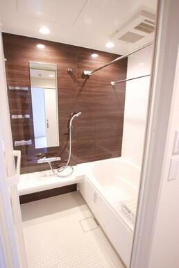 浴室乾燥・追い焚き付きのバスルーム※2021年7月初旬建築中写真