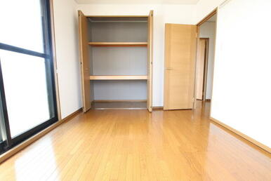 大きめの収納付 2階・6帖洋室