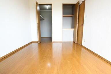 寝室としても十分な広さの6帖洋室