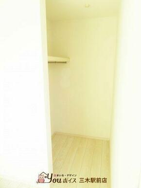 WIC付きで収納スペースが充実していて、お部屋を広々お使いできます♪