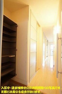 入居中・退室補修中のため同間取りの写真です。実際とは異なる場合があります。