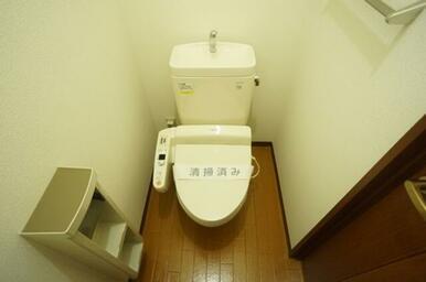 トイレには多機能便座をセットしております。